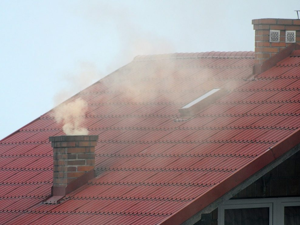 Dym unoszący się z komina