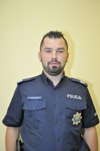 Policjant dzielnicowy Artur Szczepański