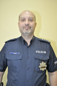 Policjant dzielnicowy Dariusz Buczak