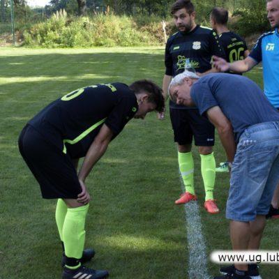 Piłkarze Unii Miłoradzice na boisku