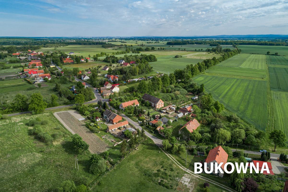 Widok na wioskę Bukowna z drona