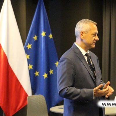 Minister cyfryzacji podczas spotkania