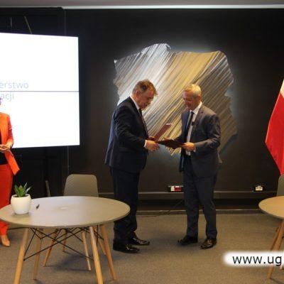 podpisanie z ministrem cyfryzacji porozumienia dotyczącego współpracy przy rozwoju sieci szerokopasmowych