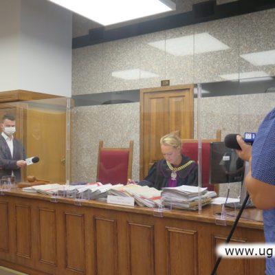 Sędzia wygłasza wyrok