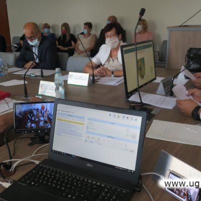 Rozpatrywanie sprawozdania przez radnych