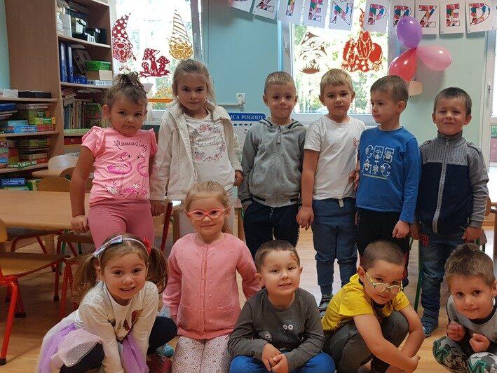 Dzieci świętujące dzień przedszkolaka