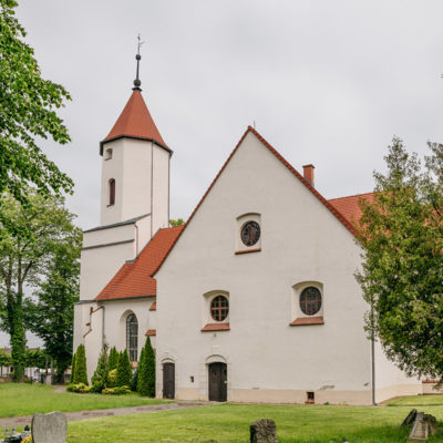 Fasada-kościół parafialny pw. św. Piotra i Pawła