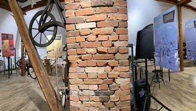 Ściana gminnego muzeum
