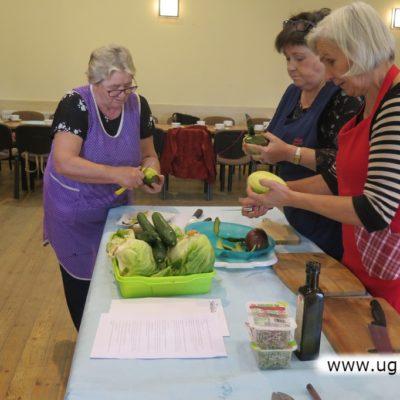 Obieranie i krojenie warzyw do potraw