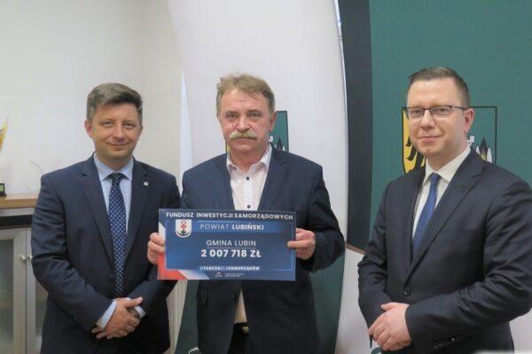 Wójt Tadeusz Kielan z tarczą antykryzysową