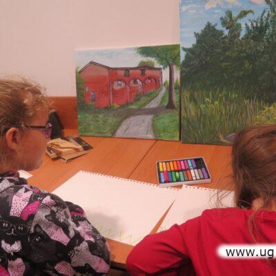 W trakcie spotkania dzieci zajęte były malowaniem kolejnych prac.