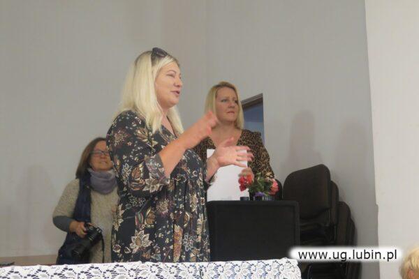 Joanna Pietruszka dziękowała osobiscie każdemu uczestnikowi warsztatów.
