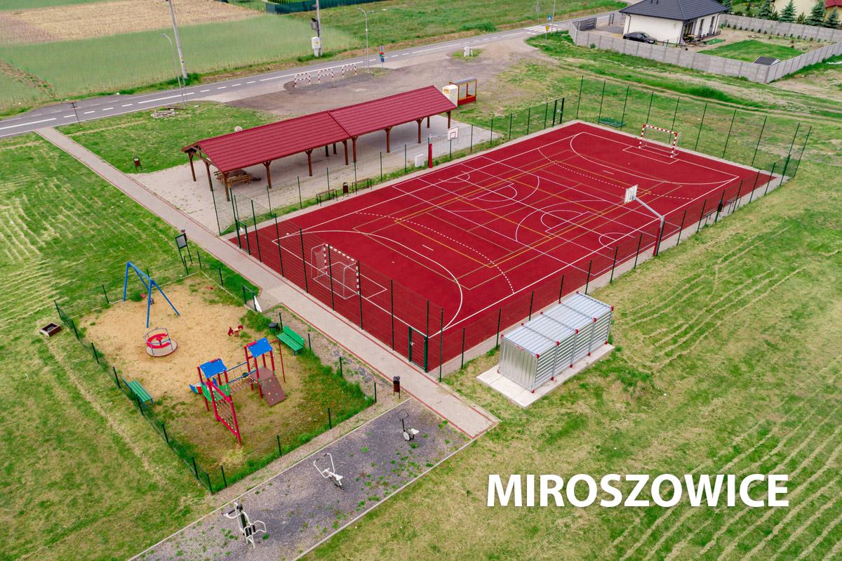Widok z drona na boisko w Miroszowicach
