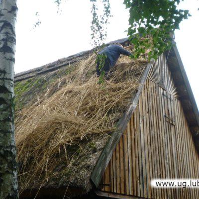 Dach skansenu w Ochli