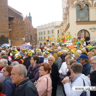 Lubińscy seniorzy w Krakowie na rynku