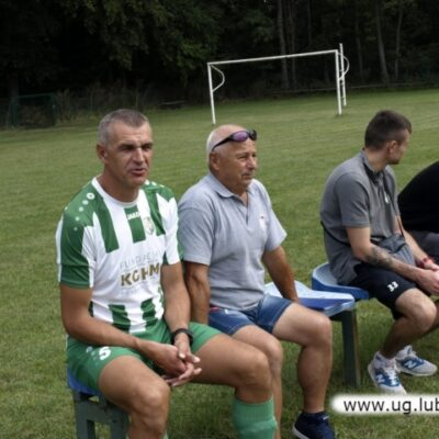 Niedzielne derby ze względu na prace przy murawie w Raszówce odbyły się w Księginicach