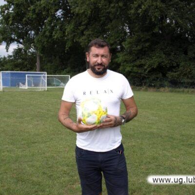 Pozowanie z piłką