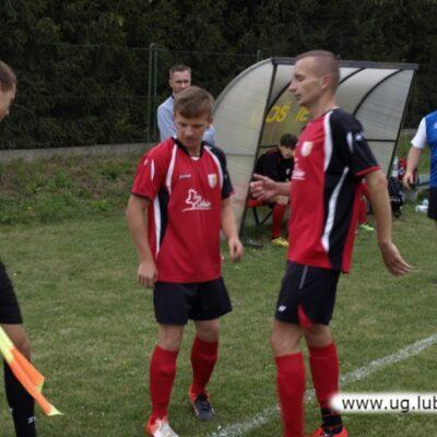 Piłkarze Huzar Raszówka w grze