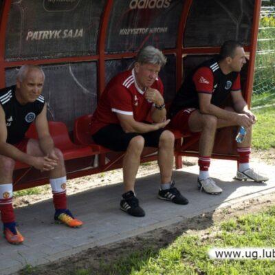 drużyna na ławeczce