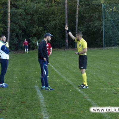 Emocje sięgały zenitu, żółta kartka dla trenera gości.