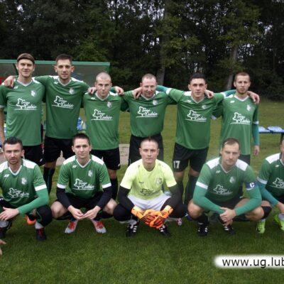 Zdjęcie grupowe zawodników Iskry Księginice.