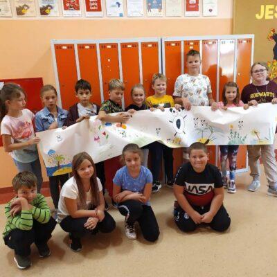 Najmłodsi rysowali i z dumą prezentowali wspólne prace.