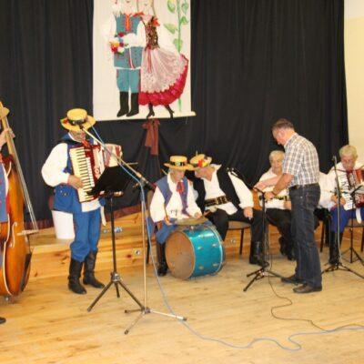 Członkowie zespołu uświetniają swoimi występami przeglądy folklorystyczne, dożynki i festiwale.