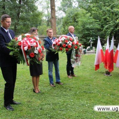 Pod mogiłą zbiorowa Żołnierzy Wojska Polskiego w Siedlcach złożono kwiaty i zapalno znicze