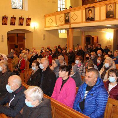 Pożegnanie księdza proboszcza zgromadziło tłumy wiernych.
