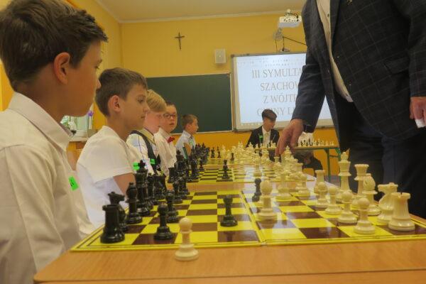 W szkołach Gminy Lubin od kilku lat uczy się najmłodszych gry w szachy.