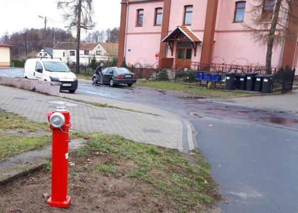 Nowy hydrant w Miłoradzicach.