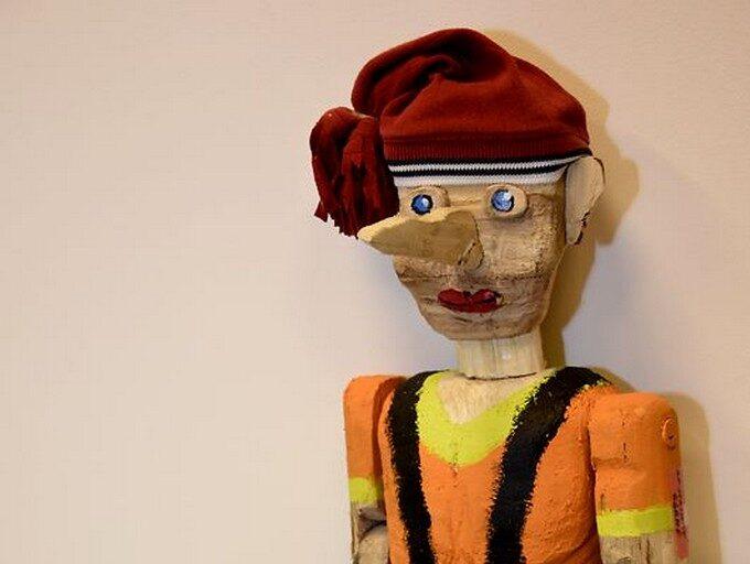 Pinokio - bajkowa postać wystrugana z drewna.