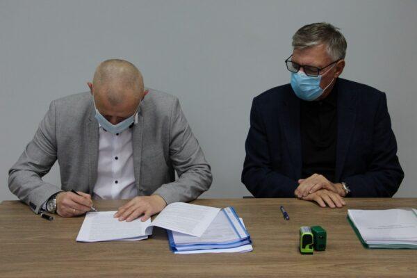 Podpisanie umowy na przebudowę i rozbudowę oczyszczalni ścieków w Raszówce.