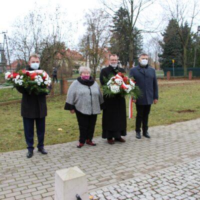 Wójt Tadeusz Kielan, proboszcz Paweł Kajl, sołtys Alina Majewska i przwodniczący Rady Gminy Norbert