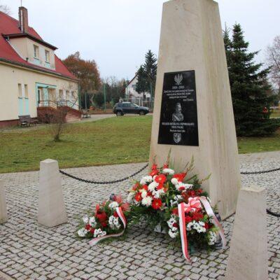 Tablica pamięci Józefa Piłsudskiego w Szklarach Górnych.