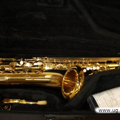 Saksofon tenorowy Yamaha.
