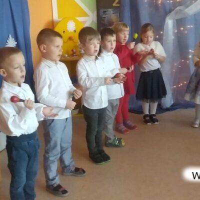 Występ muzyczno-wokalny dzieci.