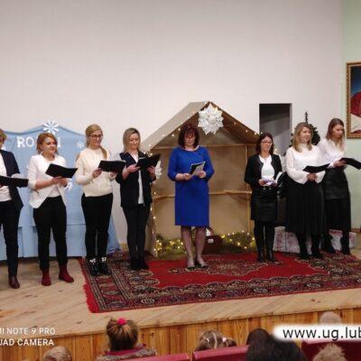 Na scenie zaprezentowała się także kadra pedagogiczna.