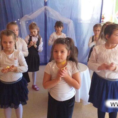Dzieci zaprezentowały się w układach tanecznych.