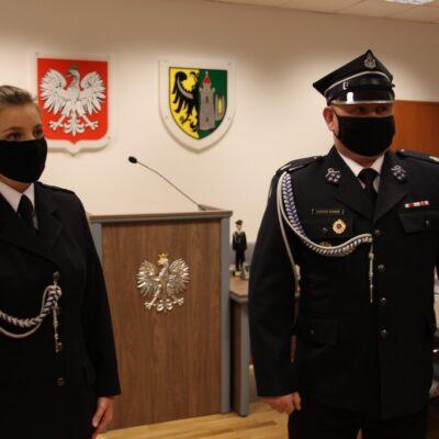 Monika Siwak i Łukasz Kurek na tle godła i herbu Gminu Lubin.