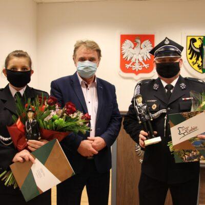 Monika Siwak, wójt Tadeusz Kielan i Łukasz Kurek.
