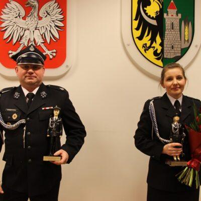 Łukasz Kurek i Minika Siwak ze statuetkami.