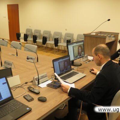 Zdalne obrady prowadził wiceprzewodniczący Andrzej Olek.