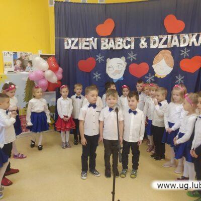 Występy przedszkolaków z okazji Dnia Babci i Dziadka