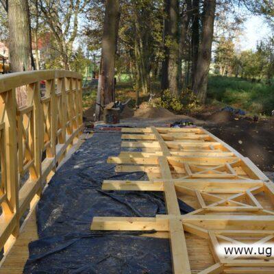 Zbudowano od podstaw mostek, którym przekracza się Niemstowski Potok