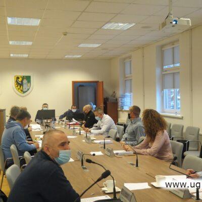 W obradach wzięło udział 12 z 15 radnych.