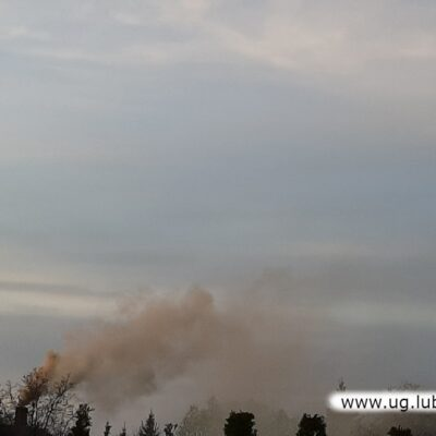 Taki dym to efekt spalania złej jakości paliwa