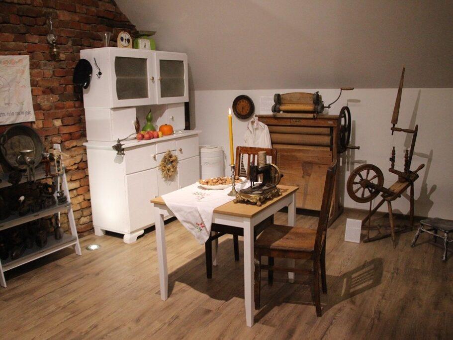 Stół z domu stolarza z Obory Jana Polniaka,