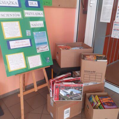 Książki przekazano do fundacji
