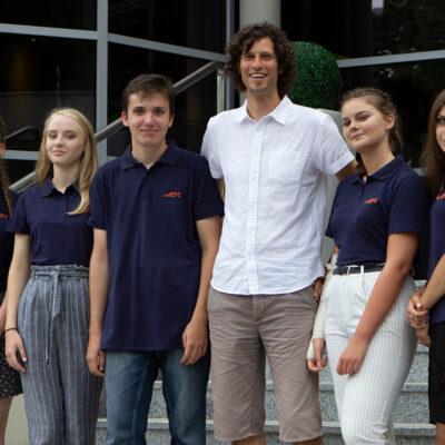 Fundacja EFC_ stypendyści i koordynator programu Horyzonty